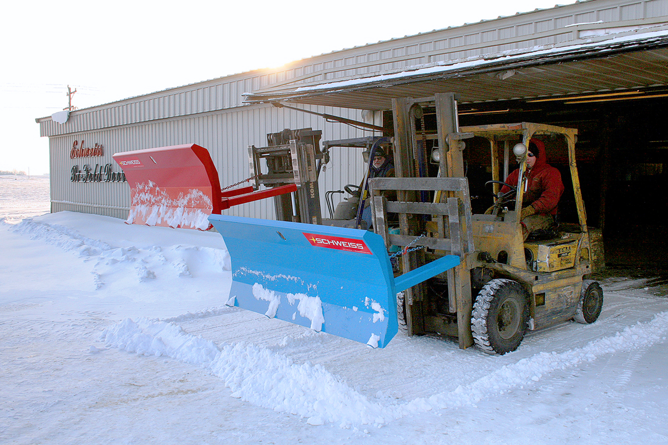 Snow plow that attaches to Forklift